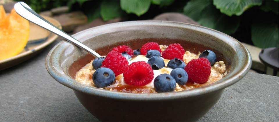 photo of bowl of cereal with berries